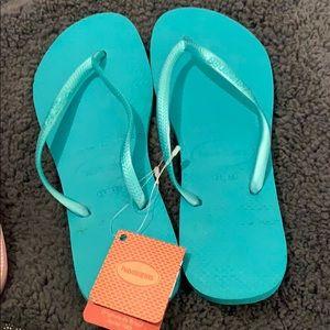 NEW! Havaianas flip flops